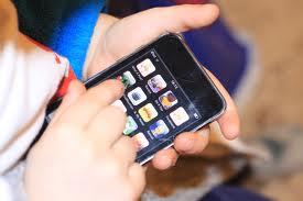 ;Ekane  δώρο στο γιο της ένα iPhone θέτοντας... 18 όρους!
